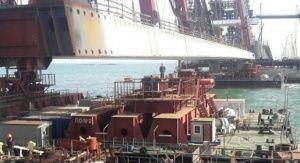 Автодорожную арку моста в Крым подняли на 14 метров