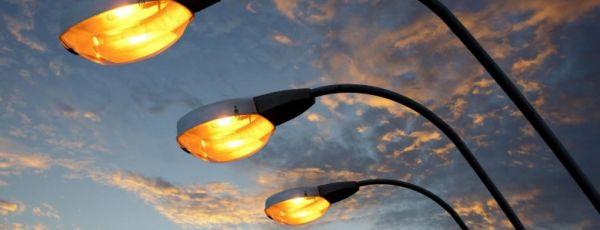Власти объяснили, почему в центре Симферополя темно по вечерам