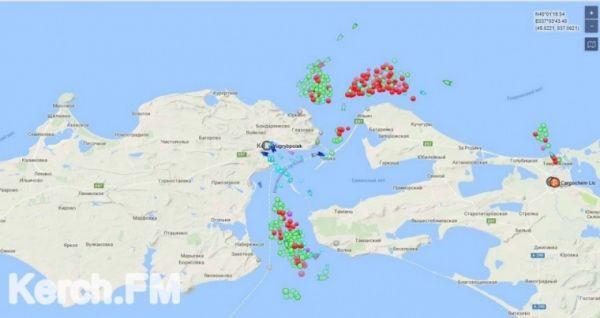В Керченском проливе скопилось больше трехсот судов