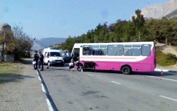 Под Севастополем попал в ДТП пассажирский автобус