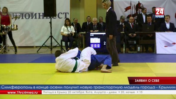 Крымчанин Расул Адуев завоевал золотую медаль на чемпионате Южного федерального округа по дзюдо среди юниоров