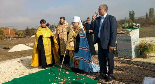 Памятную капсулу заложили на месте строительства храма в Белогорском районе