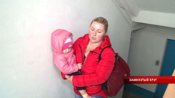 Уже четыре недели в одном из многоэтажных домов крымской столицы не работает лифт