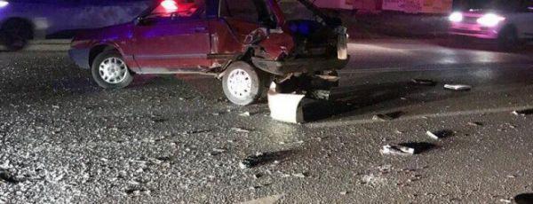 В Симферополе ночью сбили пьяного пешехода, ВАЗ врезался в отбойник, а иномарка - в забор