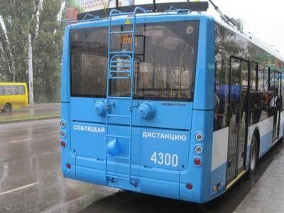 Снег наАнгарском перевале вКрыму «парализовал» движение транспорта