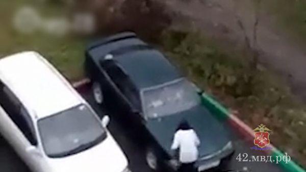Сковородкой по капоту: женщина отомстила бывшему мужу за отказ отдать иномарку