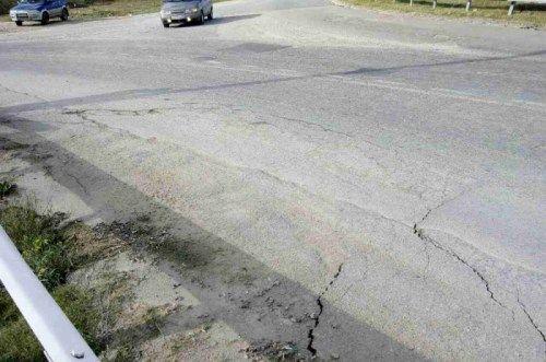 В Севастополе оползень в любую минуту может уничтожить дорогу
