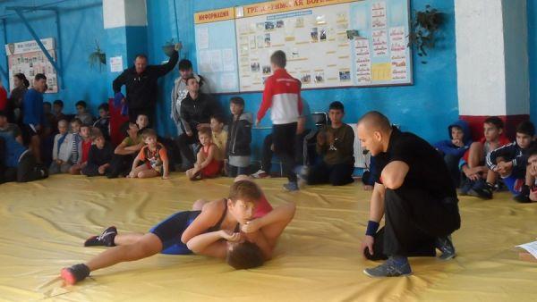 На борцовском турнире в Бахчисарае разыграли 19 комплектов наград