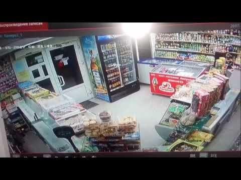 Грабитель с пистолетом вынес кассу из магазина в Феодосии