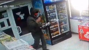 В Феодосии грабитель с пистолетом вынес кассу магазина