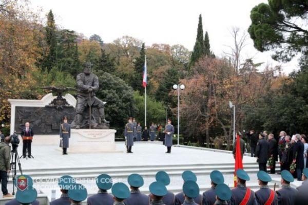 Путин открыл в завоеванной Ялте монумент царю Александру III
