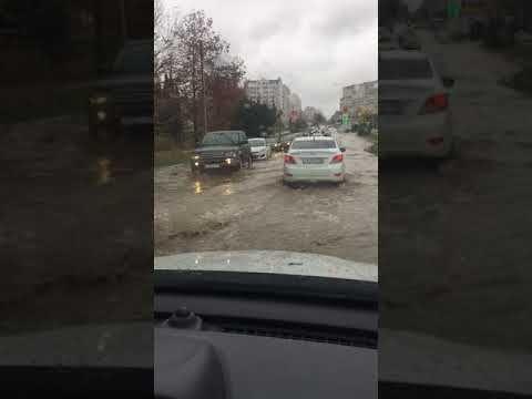 Севастопольская улица превратилась в «речку-вонючку»