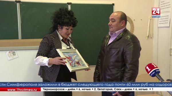 4 интерактивные доски и 3 комплекта спортинвентаря получили учебные и культурные учреждения Феодосии в подарок от Главы Республики