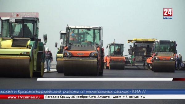 Больше половины дорожного покрытия уложили на Крымском мосту