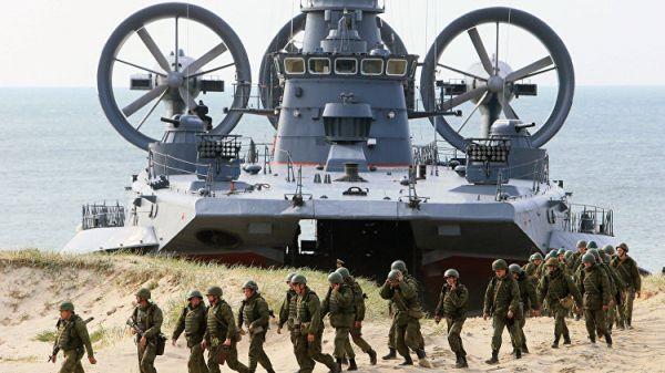 Морпехи провели вПетербурге антитеррористические учения набуксире «Волчок»