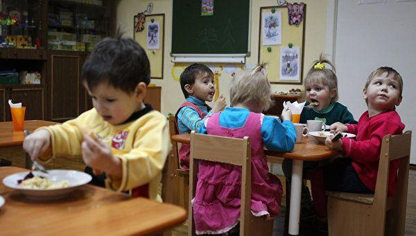 Около 15 тыс детей стоят в очереди в детские сады Симферополя