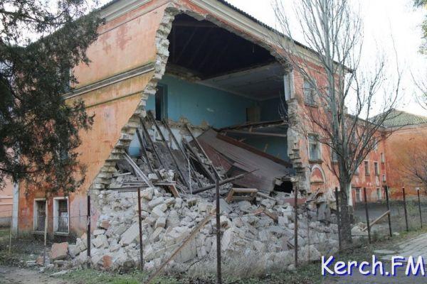 ВКерчи обрушилось сооружение Морского технологического университета