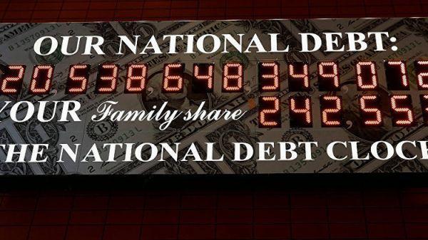 «Долг вашей семьи— 172 тыс. долларов»,— вНью-Йорке заработало пугающее табло