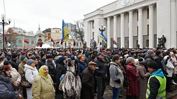 Силовики взяли здание Рады в Киеве под усиленную охрану