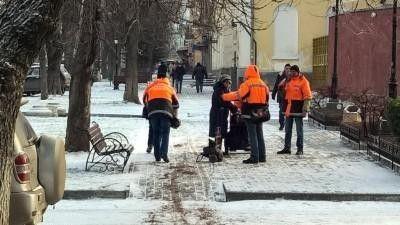 Симферополь выставит против гололеда 200 дворников