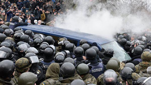 Протестующие дали отпор полиции, пытавшейся найти Саакашвили в палаточном городке