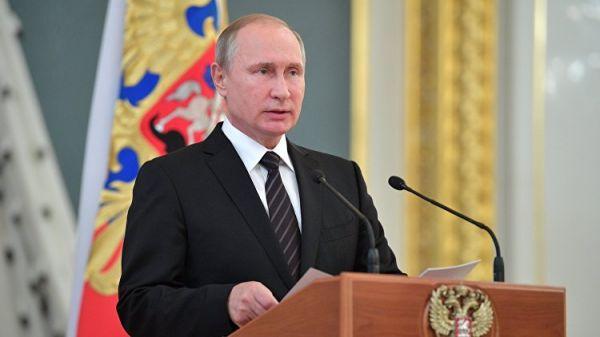 В Крыму к Путину особое отношение - Константинов