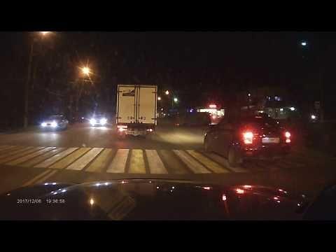 В Симферополе перевернулась инкассаторская машина