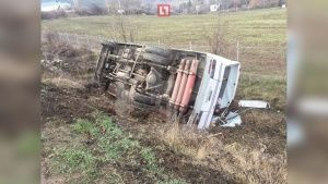 В Крыму автобус с пассажирами улетел в кювет