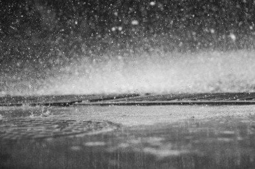 На Крым надвигаются ливни, снег и штормовой ветер