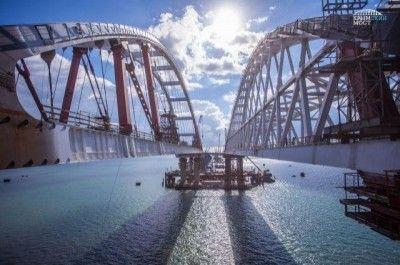 Укладка асфальта наКрымском мосту завершена наполовину