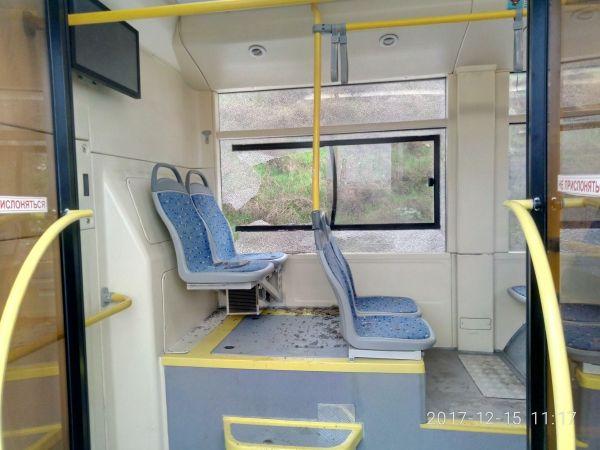 В Севастополе уже разбито стекло нового троллейбуса
