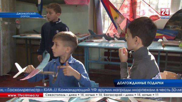 Села Джанкойского района получили в подарок детские площадки, а местная амбулатория – новый котел