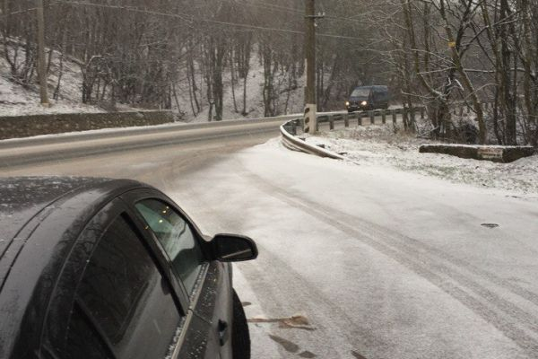 Ангарский перевал в Крыму засыпает снегом
