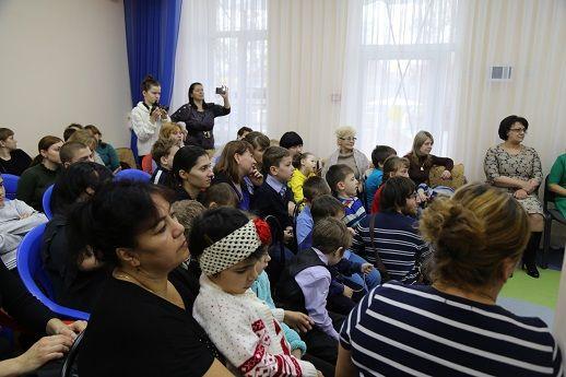 Елена Романовская поздравила подопечных реабилитационного центра для детей и подростков с ограниченными возможностями с Днем Николая Чудотворца