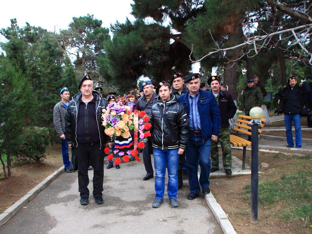 Делегация из Алушты приняла участие в праздновании 50-й годовщине со дня формирования 810 отдельной ордена Жукова бригады морской пехоты в Севастополе