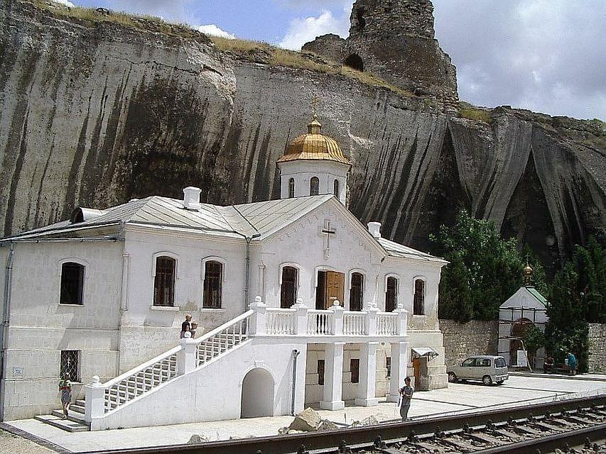 В Севастополе территорию возле Инкерманского монастыря благоустроили за 25 миллионов рублей