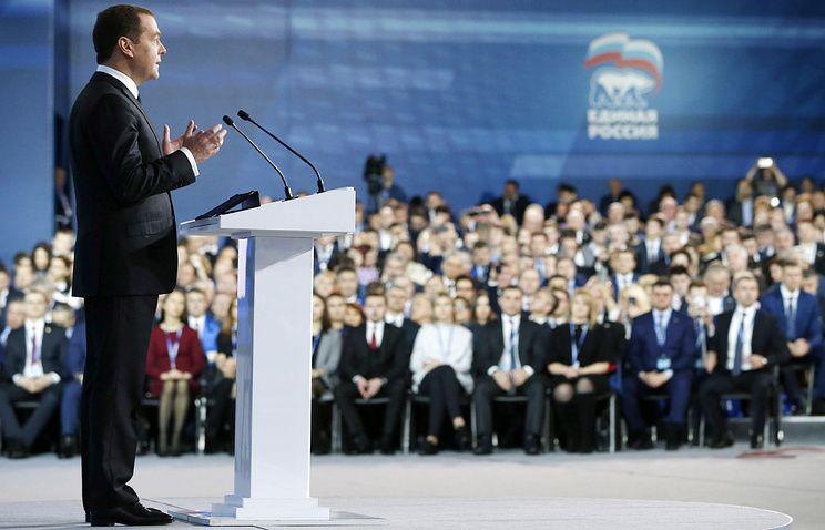 Медведев горд, что граждане оккупированного Крыма поучаствуют ввыборах вРФ