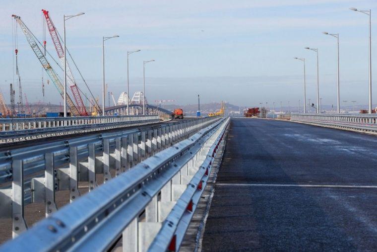 ВСимферополе открылась выставка картин остроительстве Крымского моста