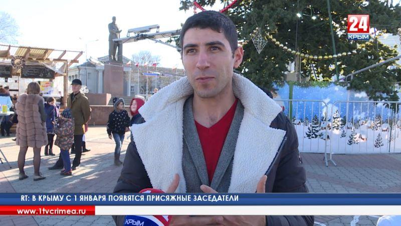 Крымчане поздравляют друг друга с наступающим Новым годом