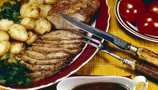 Мясные блюда на новогоднем столе: как приготовить и подать