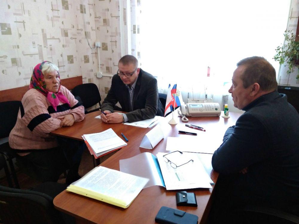 Юрий Новосад провел выездной прием граждан в селе Зерновое Сакского района