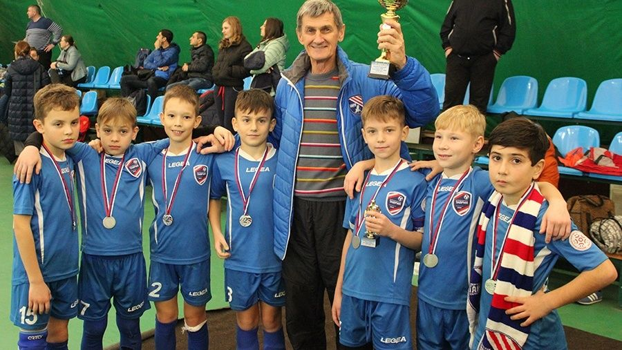 В Керчи прошел Рождественский турнир по мини-футболу среди юношей