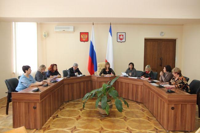 По поручению Арины Новосельской проведены совещания, посвященные повышению оплаты труда