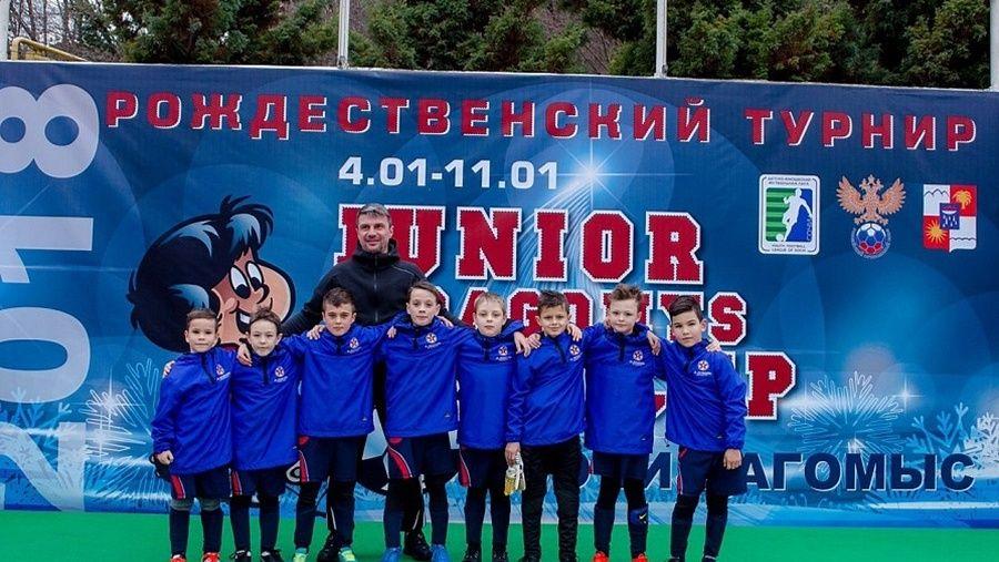 """Керченский """"Авангард"""" выиграл юношеский футбольный турнир в Сочи"""