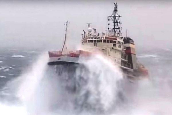 У берегов Крыма спасли моряков с терпящего бедствие судна