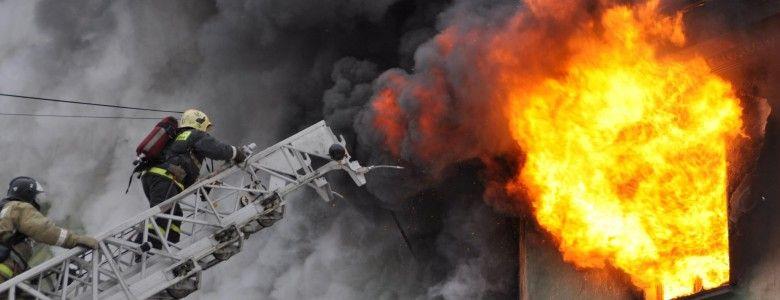 В Крыму горели строительный вагончик и дом культуры