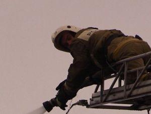 На пожаре в крымской столице спасли человека