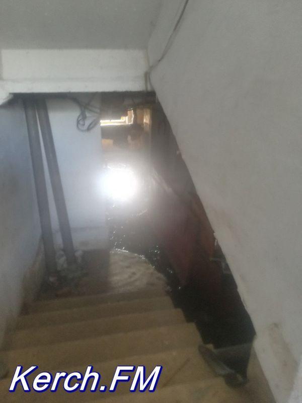 В Керчи затоплен подвал жилого дома
