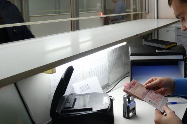 Киев запретил въезд 1,5 тысячам иностранцев, посещавших Крым