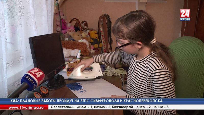 Шедевры простым утюгом. Юная художница из посёлка Красногвардейское создаёт необычные картины